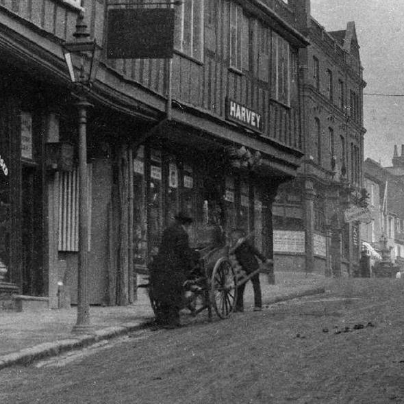 The George Inn, from George St looking towards High St, 1905